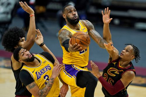 LeBron James scores 46 points to beat Cavaliers in return to Cleveland