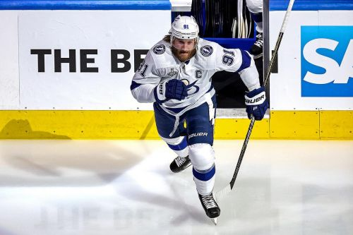 Steven Stamkos returns to Lightning lineup for Game 3 against Stars