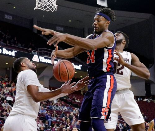 Brown's scoring spurt leads No. 14 Auburn past Texas A&M