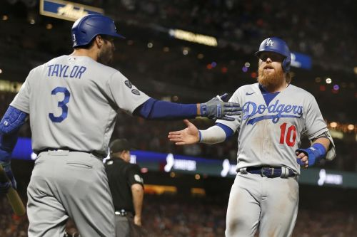 Justin Turner scratched with neck injury for Dodgers