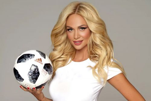 How model won over Russia's doubting World Cup fans