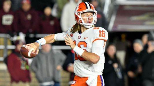 Notre Dame hopes to disrupt Lawrence, Clemson passing game