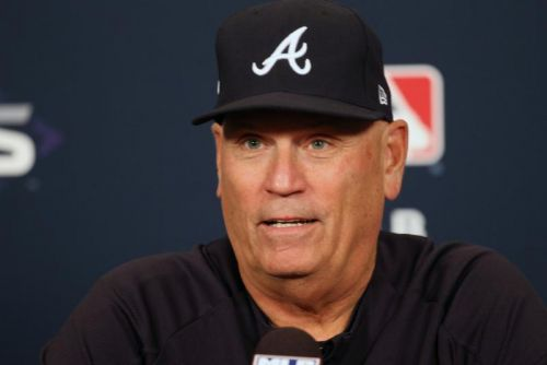 Braves extend contracts of manager Brian Snitker, GM Alex Anthopoulos
