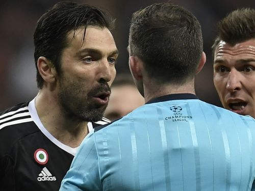 Juventus icon Buffon sorry for Oliver rant