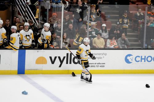 Guentzel's hat trick rallies Pens past skidding Ducks 7-4