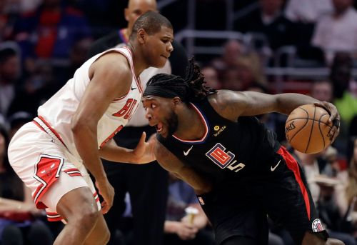 Gallinari scores 27 as Clippers rally for victory over Bulls