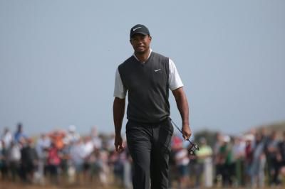Watch: Tiger Woods cards third-round 66, climbs into contention at British Open