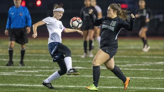 Costa Mesa girls' soccer remains atop league with shutout of Calvary Chapel