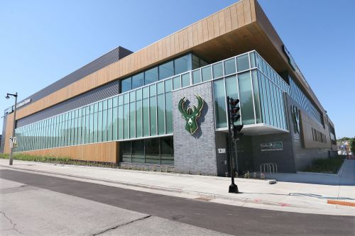 Milwaukee Bucks close their practice facility after receiving results of Friday's coronavirus tests