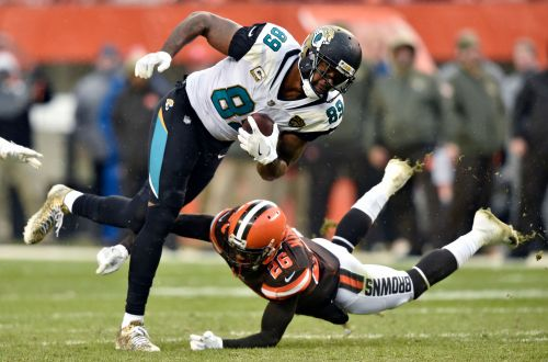 Tight end Marcedes Lewis says he's signing with Packers