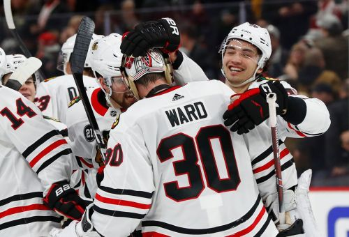 Kane scores 2, Blackhawks beat Red Wings 5-4 in OT