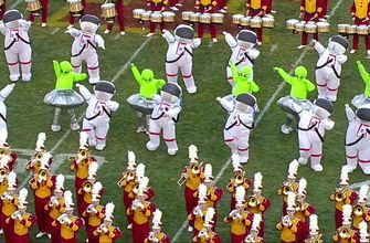Iowa State's band broke out aliens and astronauts as they played 'Space Jam,' and it was outstanding