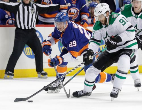Lindell, Radulov score 2 each as Stars beat Islanders 6-2