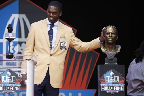 New Pro Football Hall of Famer Randy Moss got hate mail for a tie he wore during his induction: report