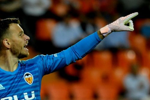 Barca sign Brazilian 'keeper Neto from Valencia