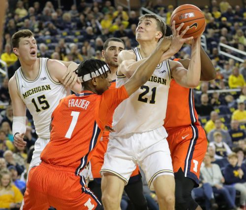 Illinois stuns Michigan, 64-62, as Wolverines' Isaiah Livers exits with injury