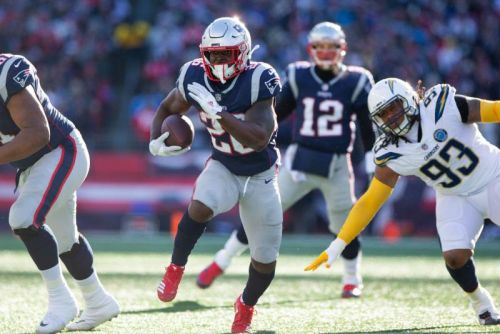 Patriots pummel Chargers, reach eighth straight AFC title game