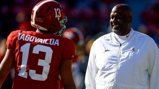Alabama offensive coordinator, Maryland coaching candidate Mike Locksley wins Broyles Award as top FBS assistant