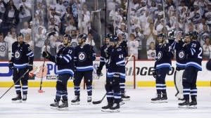 Jets goalie Hellebuyck consoles teammates who 'left their heart out there'