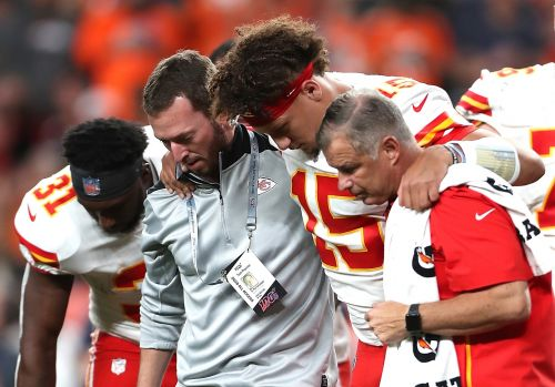 Why isn't Patrick Mahomes playing Thursday night? Outlook for fantasy's No. 1 QB after knee injury