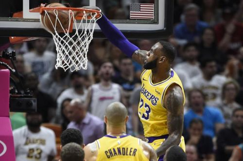Watch: Lakers' LeBron James crushes Heat with vicious dunks
