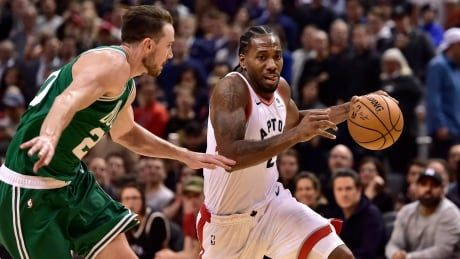 Leonard pours in 31 as Raptors top Celtics in early battle of East's best