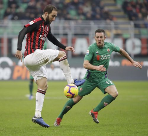 Troubled Higuain could be reunited with Sarri at Chelsea