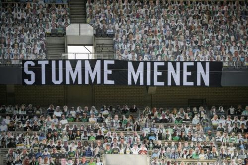 Not cut out for this! Gladbach crash in front of 13,000 'cardboard fans'