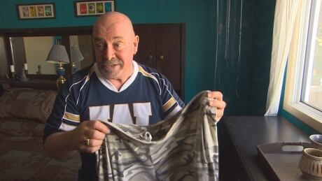 As Bombers advance, long-suffering fan hopes to end 18-year-long no pants pledge