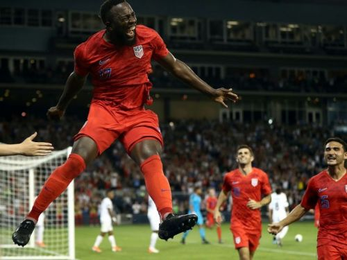 Altidore bicycle kick puts US into Curacao quarter-final