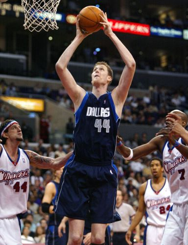 Former NBA player Shawn Bradley paralyzed in bicycle accident