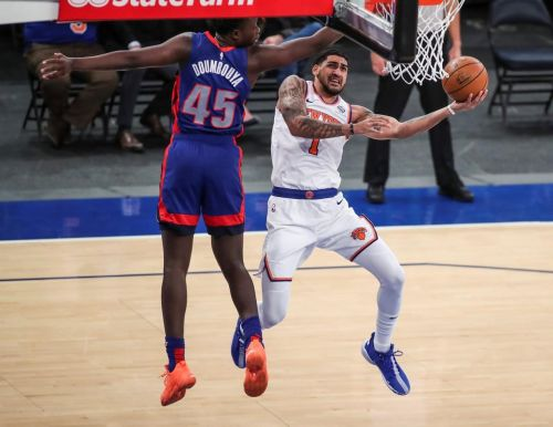 Knicks beat Pistons to go into All-Star break at 19-18
