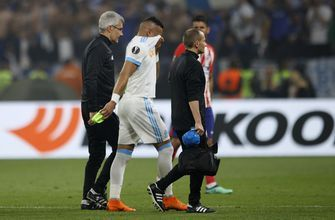 Payet limps off injured during Europa League final