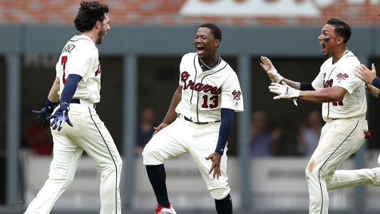 Braves, trailing by five runs, score six runs in bottom of the ninth to walk off winners