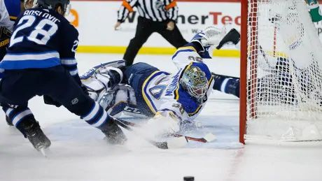 Blues strike late to take series lead over Jets