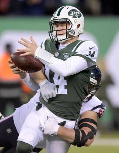 Darnold shines, nearly delivers Jets another victory