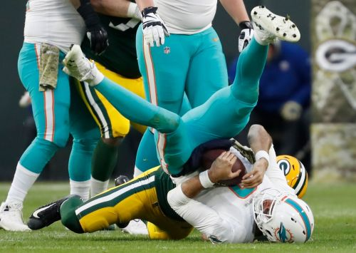 Osweiler, Dolphins squander chances for TDs vs. Packers