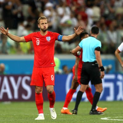 England kick off campaign with hard-fought victory
