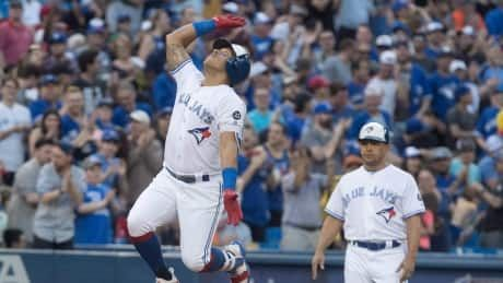 Solarte's big night helps Jays fend off Nationals