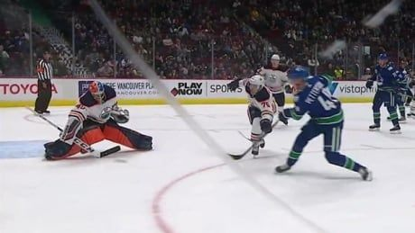 Canucks' Elias Pettersson scores in his pre-season debut