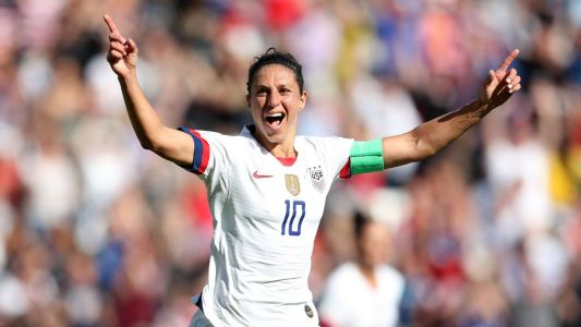 New lineup, similar result as USWNT dominates Chile, makes knockout round