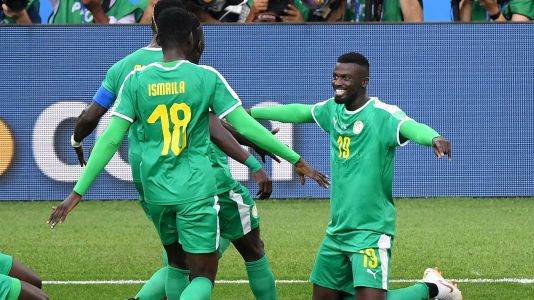 Senegal hold off Poland in World Cup opener
