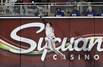 Myers, Galvis homer to lift Padres over Giants 8-4