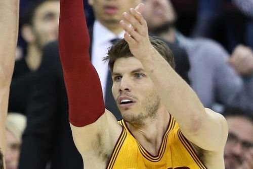 Kyle Korver to sign one-year deal with Milwaukee Bucks