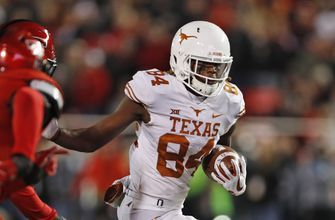 Elhlinger's 4th TD lifts Texas to 41-34 win at Texas Tech