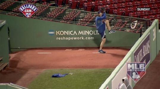 Watch: Clayton Kershaw Didn't Take Time to Stop Grinding Before World Series