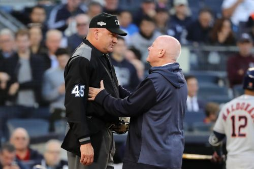 Umpire injury causes outrageous Yankees-Astros Game 3 delay