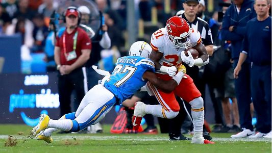 Chiefs vs. Chargers have trouble with Mexico City turf during 'Monday Night Football'