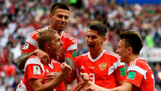 World Cup 90: Russia gets started in style