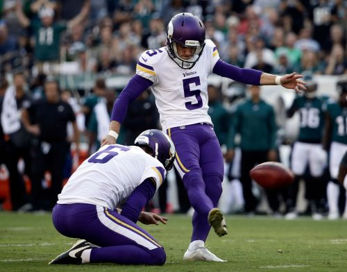 Still seeking stability at kicker, Vikings bring back Bailey